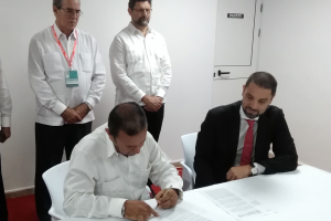 Firma Contrato Asociación Económica Internacional para la prestación de servicios profesionales en Cuba
